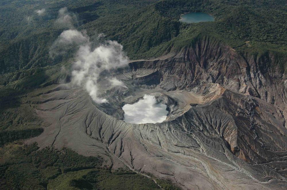 El Volcán Poás es uno de los volcanes más espectaculares del país