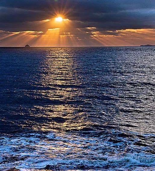 La Luce della Fede si riflette nell'oceano. La ritrovi dentro di te e ti senti come illuminato.