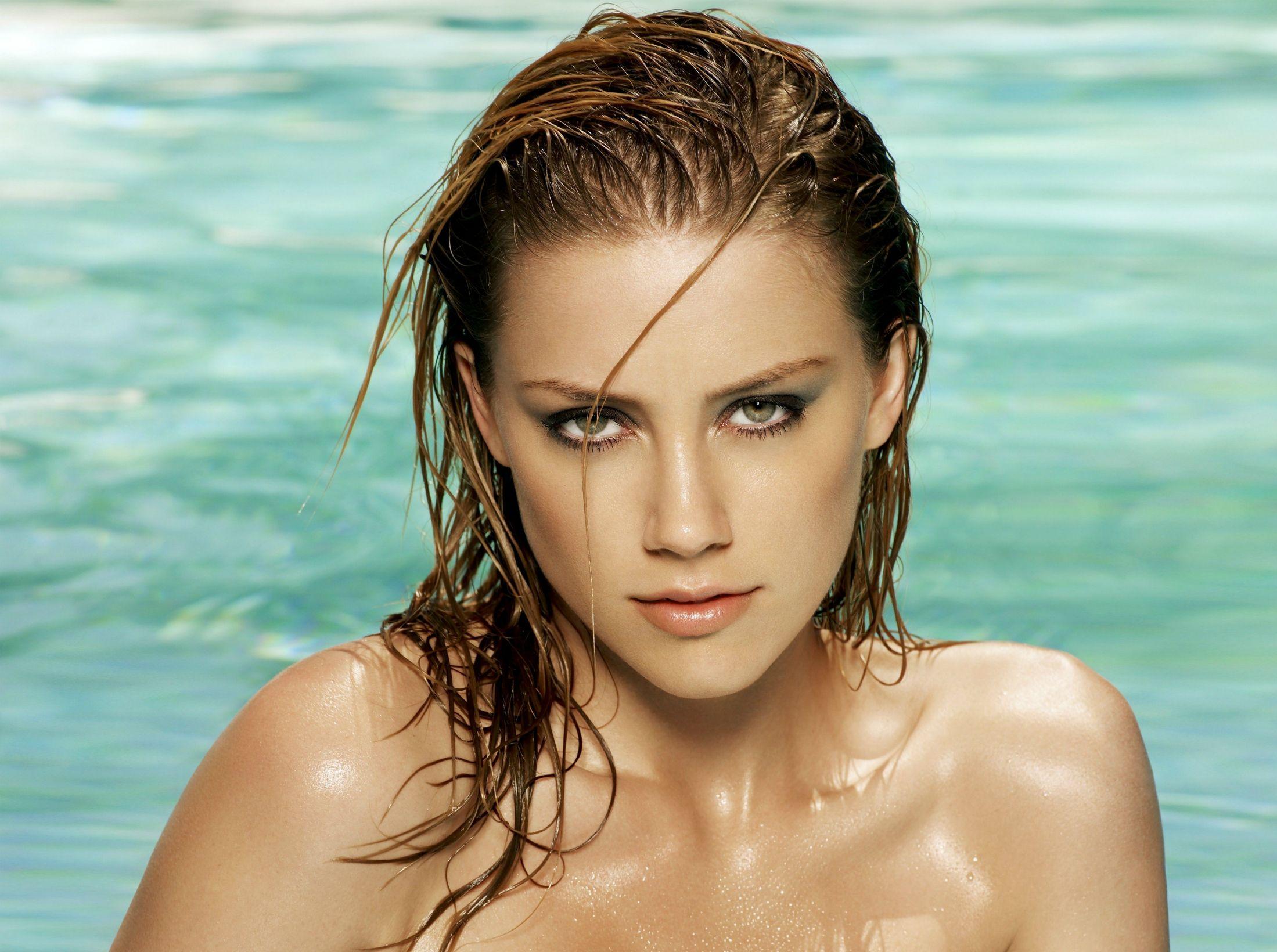 Amber Heard Leaked Nudes amber heard bikini pics in beach | amber heard bikini, amber