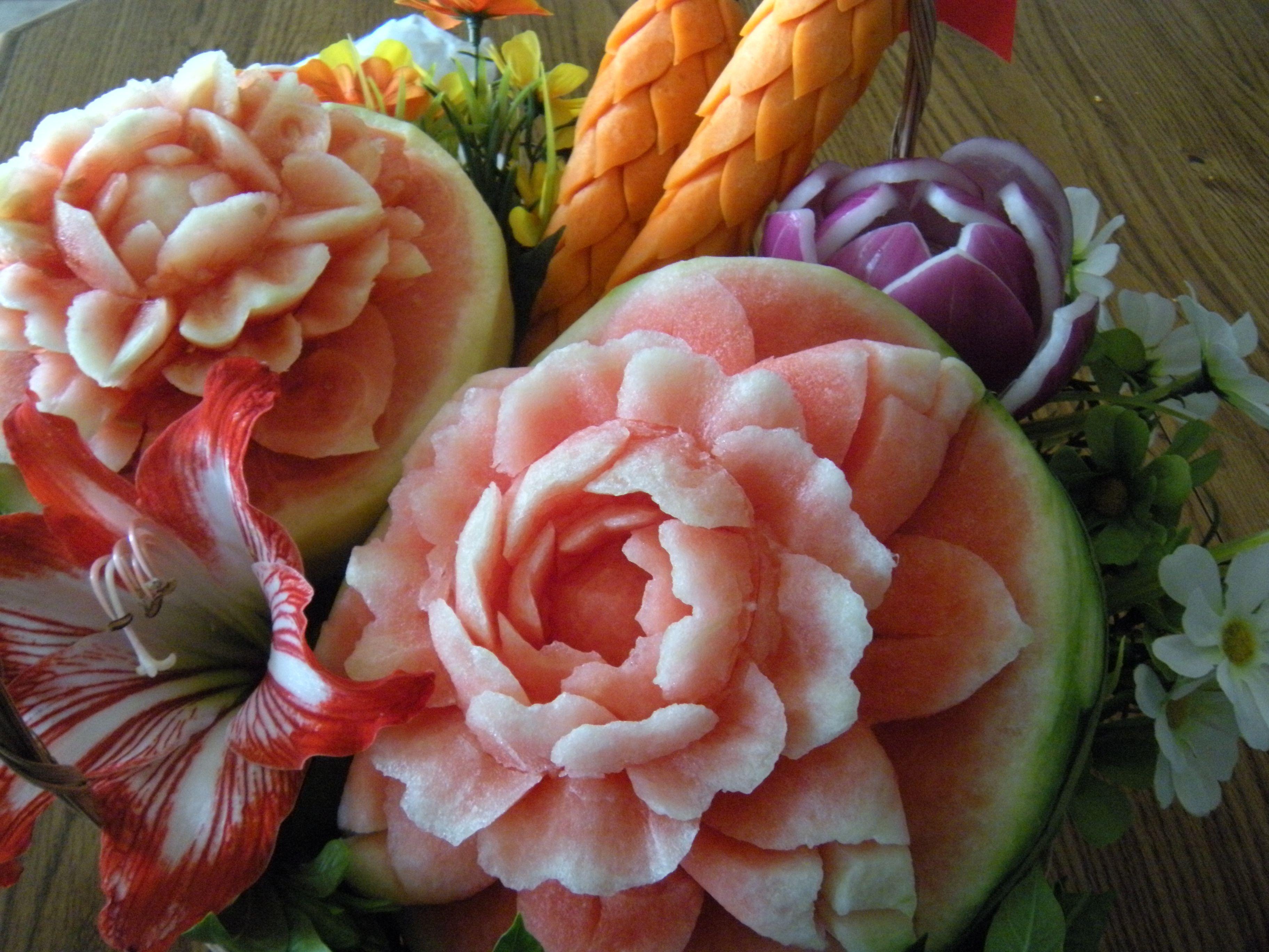 Beautiful fruit carvings ผลไม้แกะสลัก