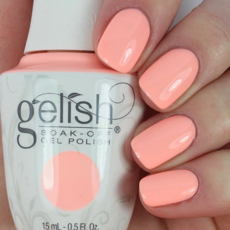 Elizabeth Stays Cool With Using Her Gifted Gelish Soak Off Gel Polish In All About The Pout See This Salon Exclusive Up Close By Clicking Through