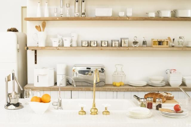Make the Most of Your Open Shelving: Make Them Monochromatic
