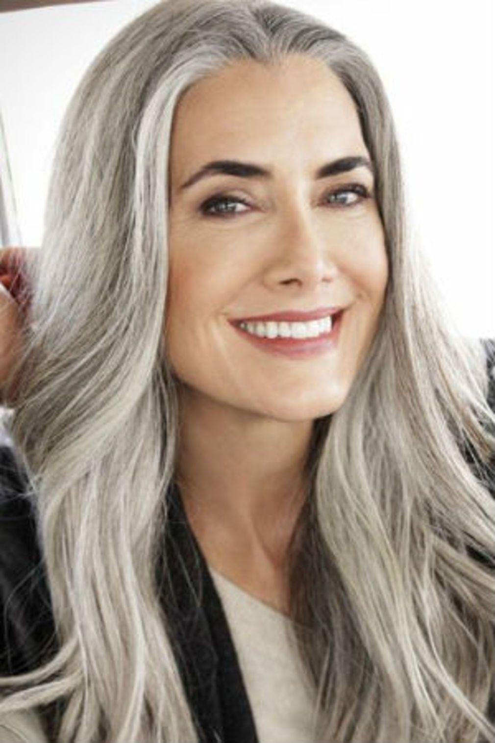 Cheveux gris les coiffures qui ne font pas mamie en 2019