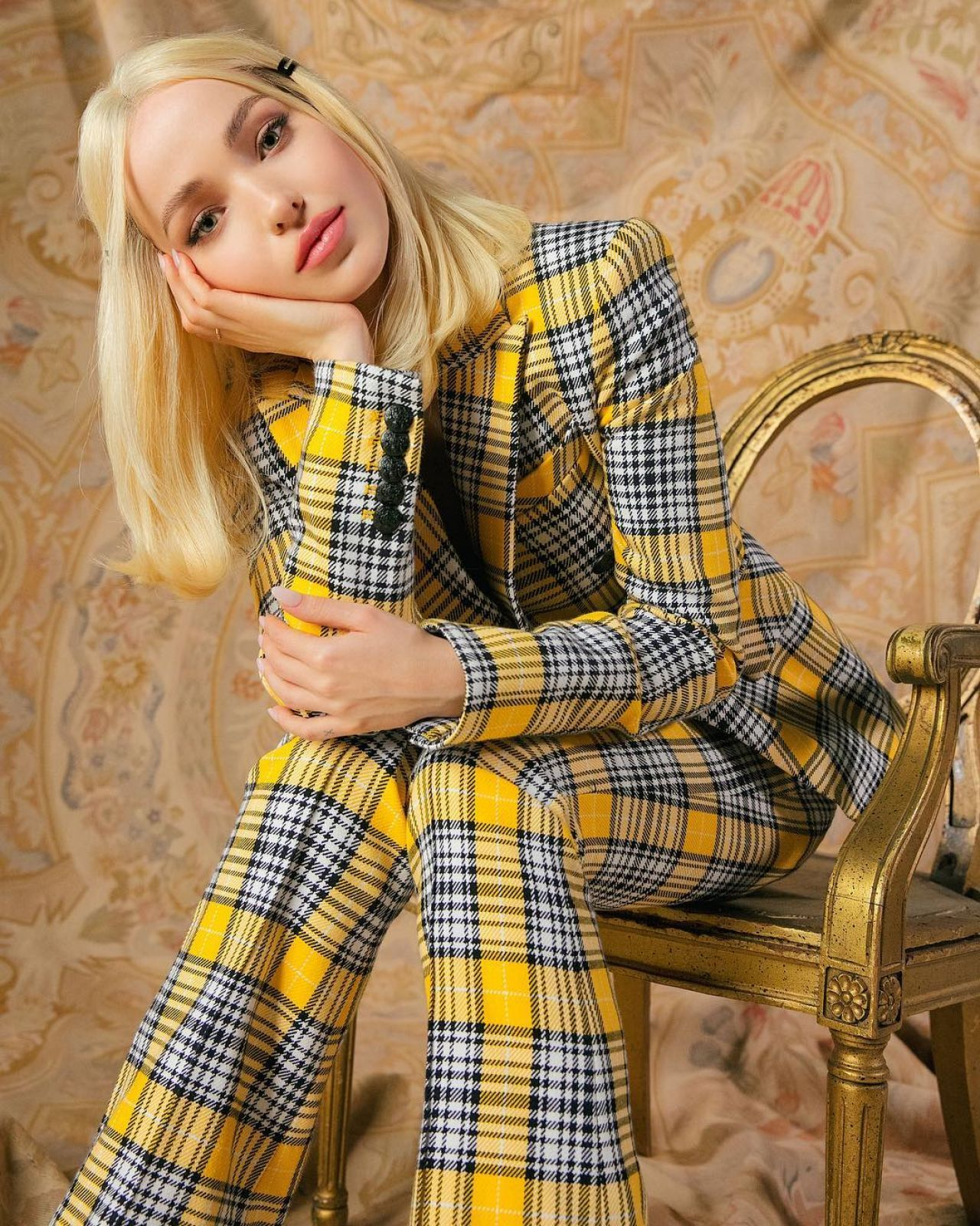 Fappening 2019 Dove Cameron naked photo 2017