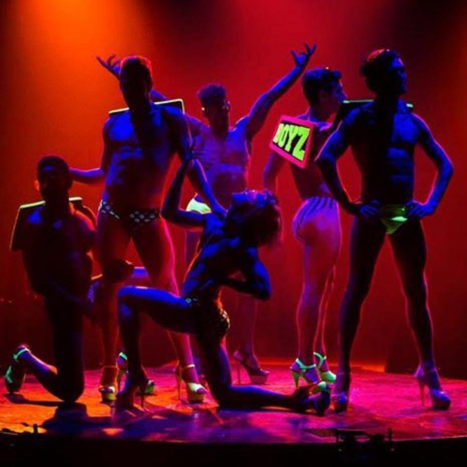 "Gefällt 90 Mal, 4 Kommentare - Men In Heels (@menheels) auf Instagram: ""@njelmoni and their crew looking sickening for a show. @mason_digital was the photographer. Have a…"""