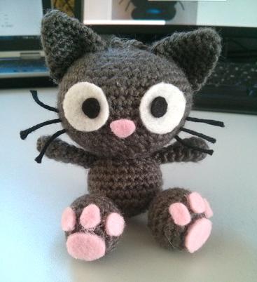 patron gratuit dun petit chat au crochet amigurumi suspendre ou