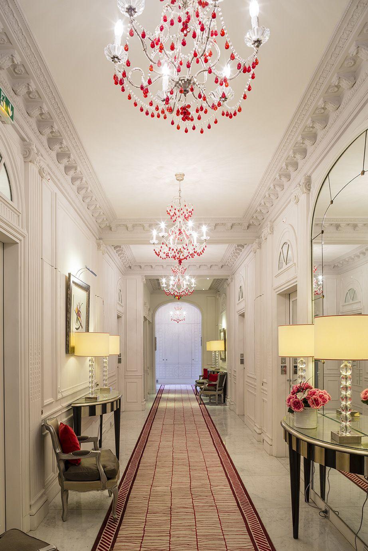 C'est avec une immense joie que nous vous accueillons tout au long de l'année au Majestic Hotel and Spa Paris.  http://www.leshotelsbaverez.com/majestic-hotel-spa/  #majestichotelandspaparis #leshotelsbaverez #lobby #reception #frontdesk #hall #hotel #paris #france #eiffeltower #champselysées #arcdetriomphe #luxury