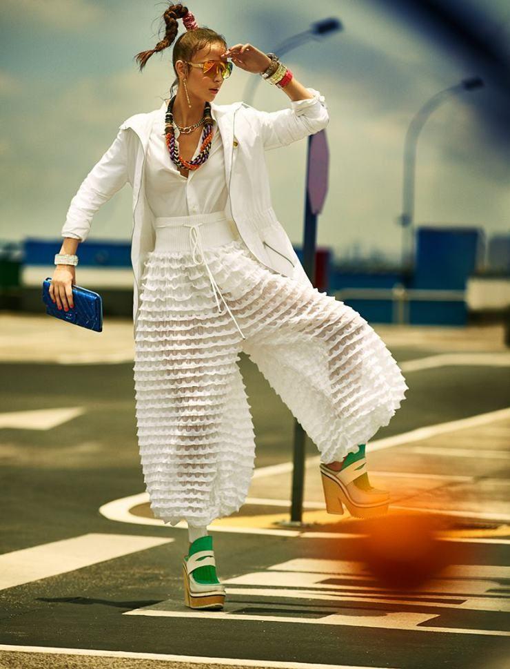 Waleska Gorczevski by Gustavo Zylbersztajn for Elle Brazil January 2015 5