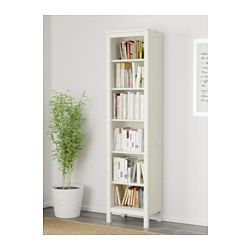 ikea hemnes biblioth que teint blanc le bois massif pr sente un aspect naturel les. Black Bedroom Furniture Sets. Home Design Ideas