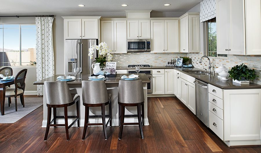 The Bright Corner Kitchen In This Henderson Nv Home
