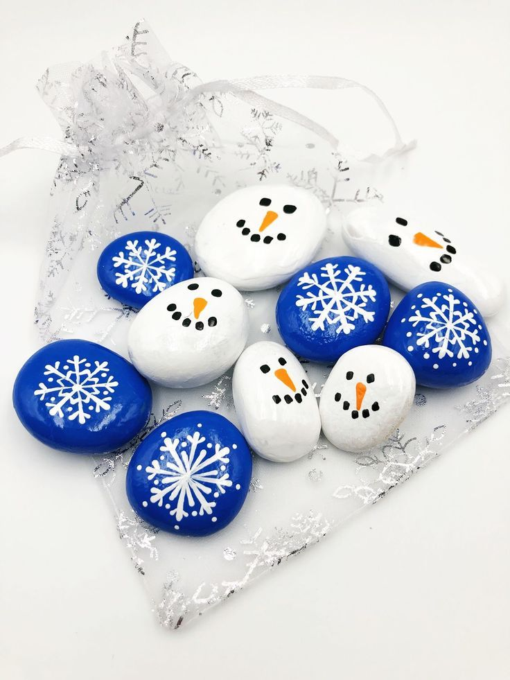 Snowflake and Snowman Pocket Rocks, Snowman and Snowflake Pebbles Set de 10, Snowflake and Snowman Stones, Snowman and Snowflake Tic Tac Toe