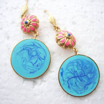 Colorful and vibrant daisy earrings in one of a kind enamel work, in lovely shades of blue and pink.