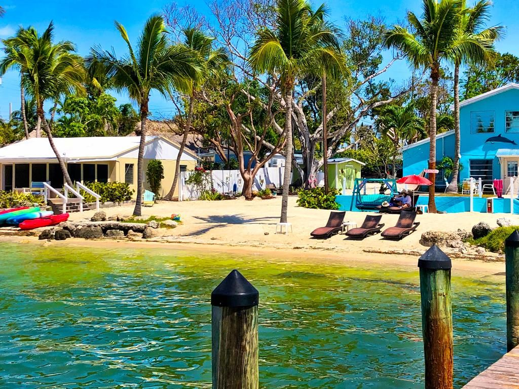 Booking Com The Pelican Key Largo Cottages Key Largo Usa 1790 Book Your Hotel Now Key Largo Cottage Florida Bay