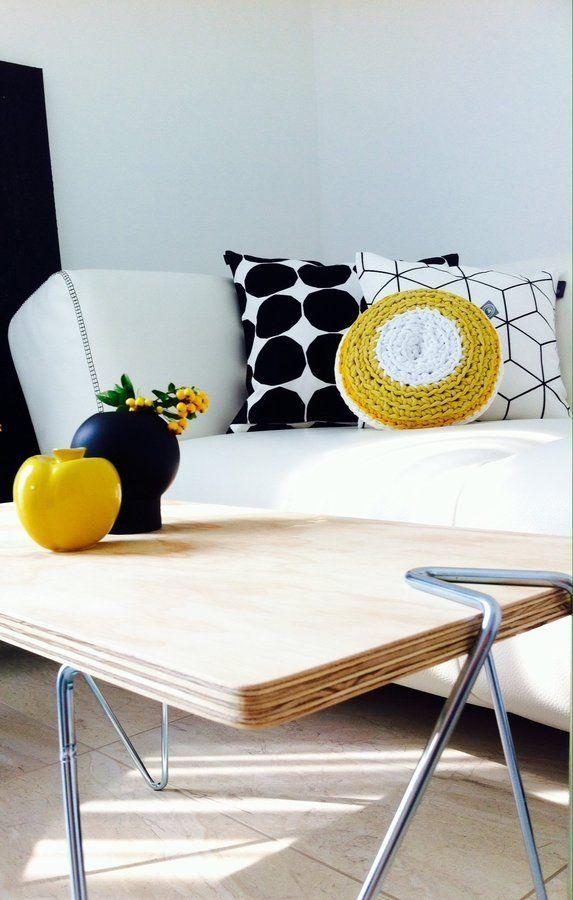 Schwarz  weiß mit gelben Farbklecksen SoLebIchde Foto Nomimi