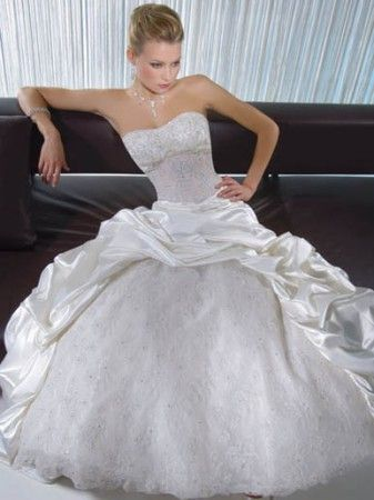 beautiful Cinderella style dress   Wedding ideas for Phe...now lets ...