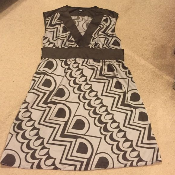 Silky feel dress Light and easy wear tie backed patterned dress great to wear to work Mossimo Supply Co Dresses