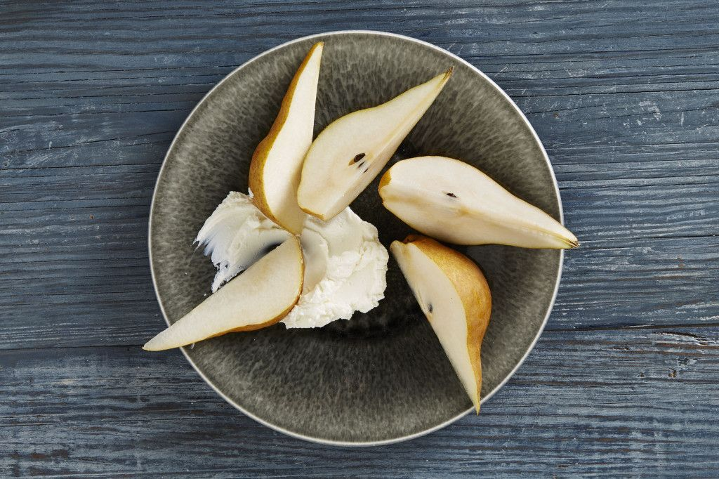 snack-pear-with-chevre