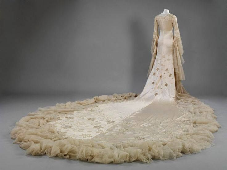 Wedding dress, by Norman Hartnell, ca 1933.