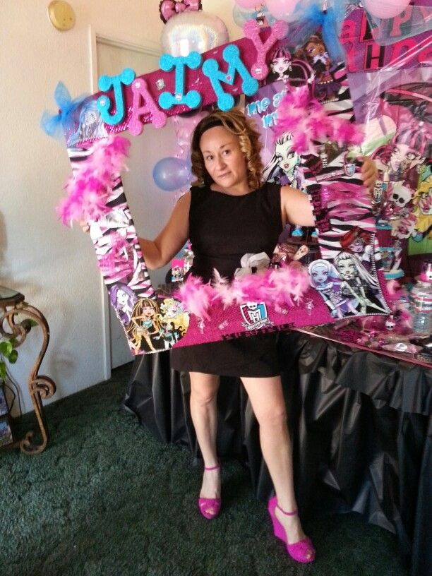 monsters high zebra print frame photo booth propso freakin cute could use for other party themes like the concept