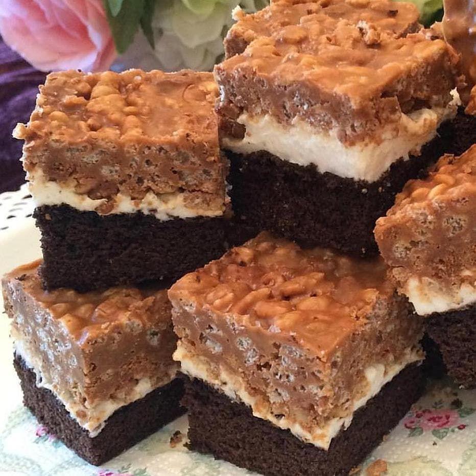 حلويات وكيك S Instagram Post براونيز رايس كريسبي باللوتس المقادير علبة خليط براونيز الجاهز ٣ اكواب رايس كريسبي كريمة اللوتس ٤٠٠ ج Food Desserts Brownie