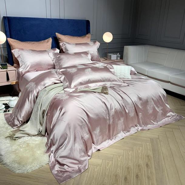 With Free Shipping And Our Range Of Jacquard Silk Comforter Cover Set Jacquard Silk Duvet Cover S In 2020 Luxury Comforter Sets Luxury Bedding Set Luxury Bedding Sets