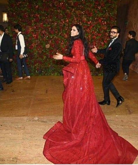Deepika Padukone With Ranveer Singh Deepveer Wedding Reception Deepika Padukone Style Special Dresses Bollywood Fashion