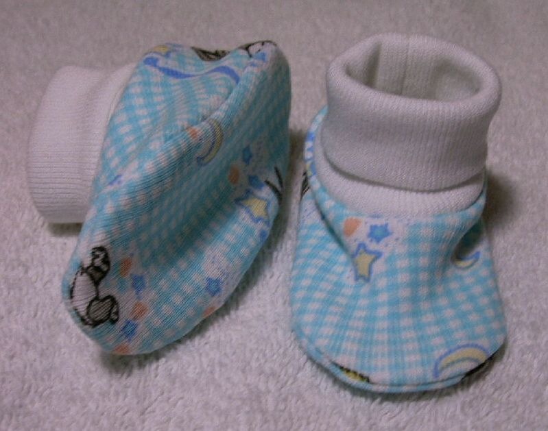 2c0a4e2e392e7 Baby bootie pattern 5 designed for preemie and newborn babies up to ...