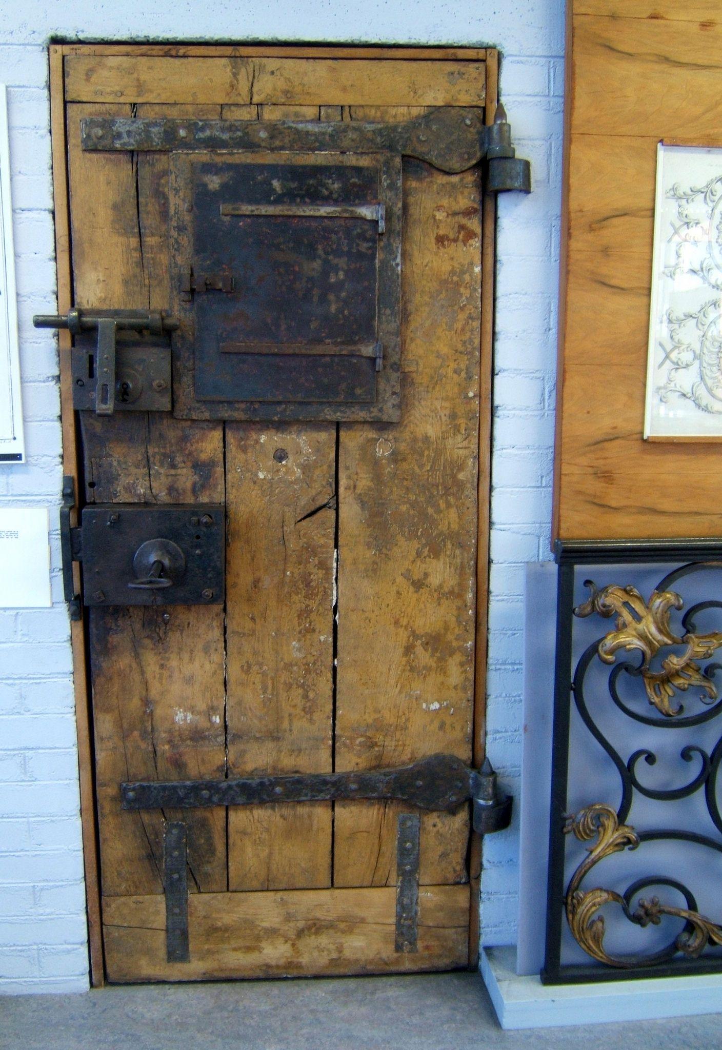 Porte De Prison Du Xviii Eme Siecle Doors Old Doors Gorgeous Doors