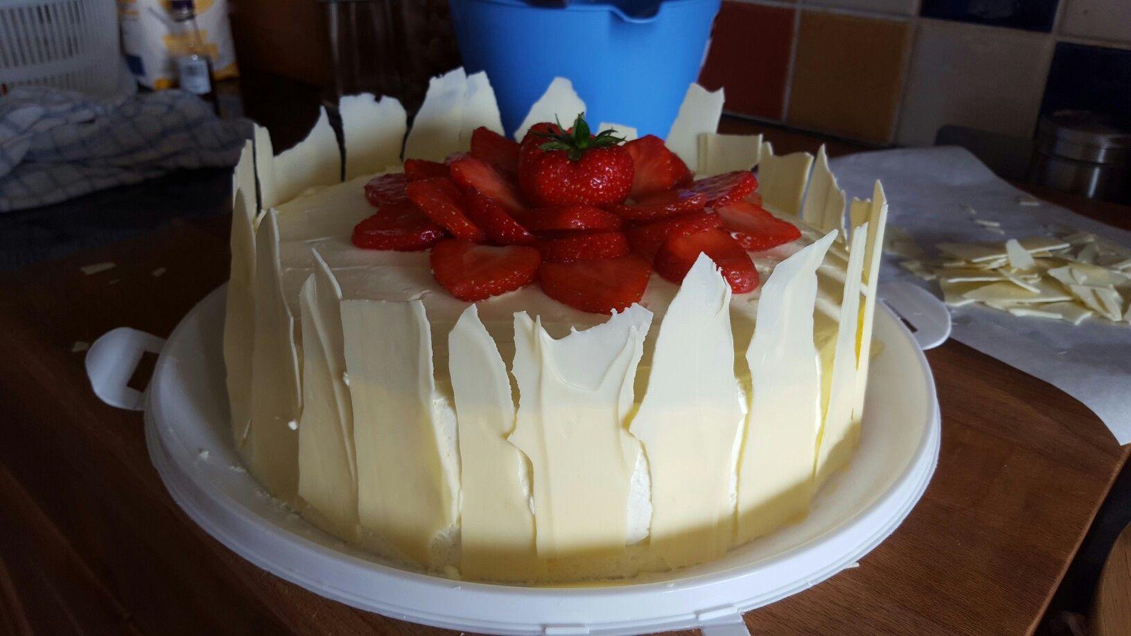 Strawberry  cake.☺