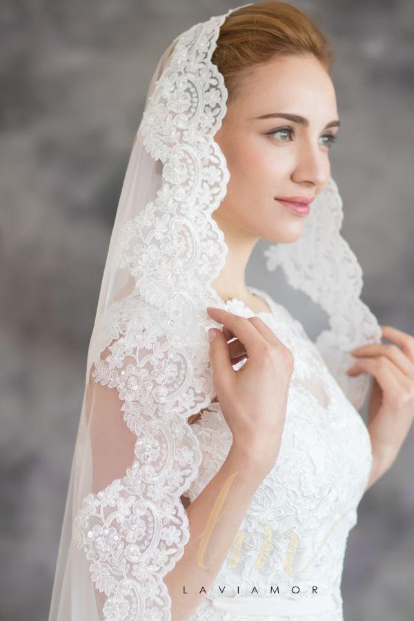 Photo of Velos de novia de encaje de la catedral de Mantilla en cascada con perlas TSDZ018