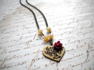 Vintage Necklace - Heart Necklace - Maroon Necklace - Flower Cabochon Necklace   Luulla