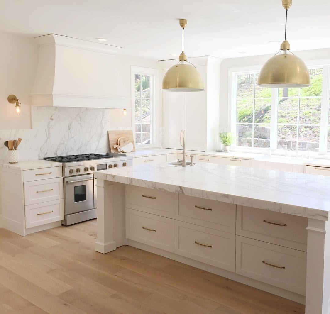 White brass and marble kitchen a cocinas casas y - Cocinas tradicionales blancas ...