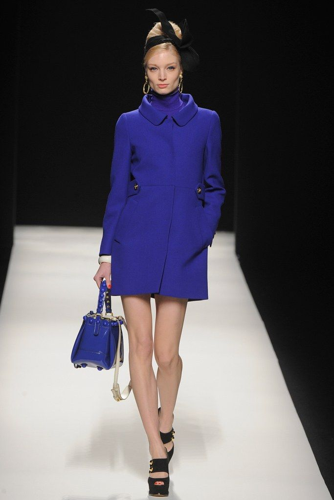 See the complete Moschino Fall 2012 Ready-to-Wear collection.