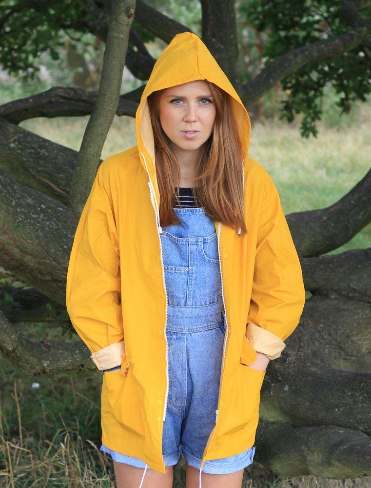 The original classic yellow rain coat unisex / vintage style ...
