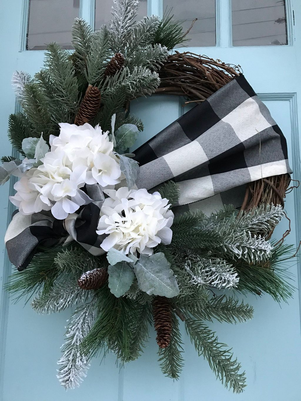 44 Beautiful Winter Wreaths Design Ideas Pimphomee In 2020 Weihnachtskränze Diy Verzierte Türen Winterkranz