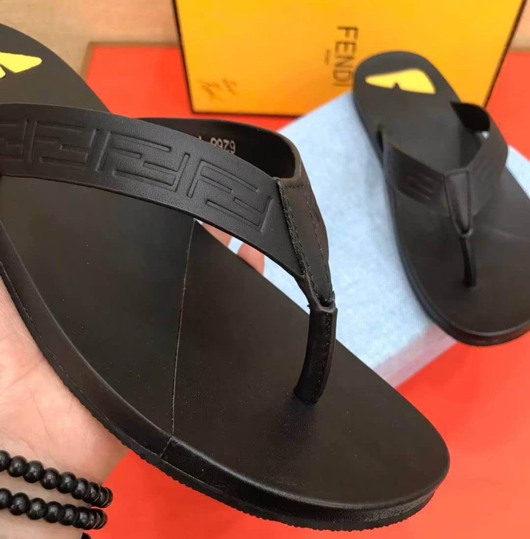 152bc1c35 Fendi Thong Leather Sandals