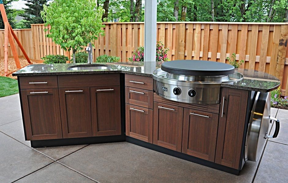 Outdoor Kitchen With Evo Teppanyaki Grill Beautiful Wood Surface Cabinets And Sink Grea Outdoor Kitchen Cabinets Outdoor Kitchen Design Outdoor Kitchen Kits