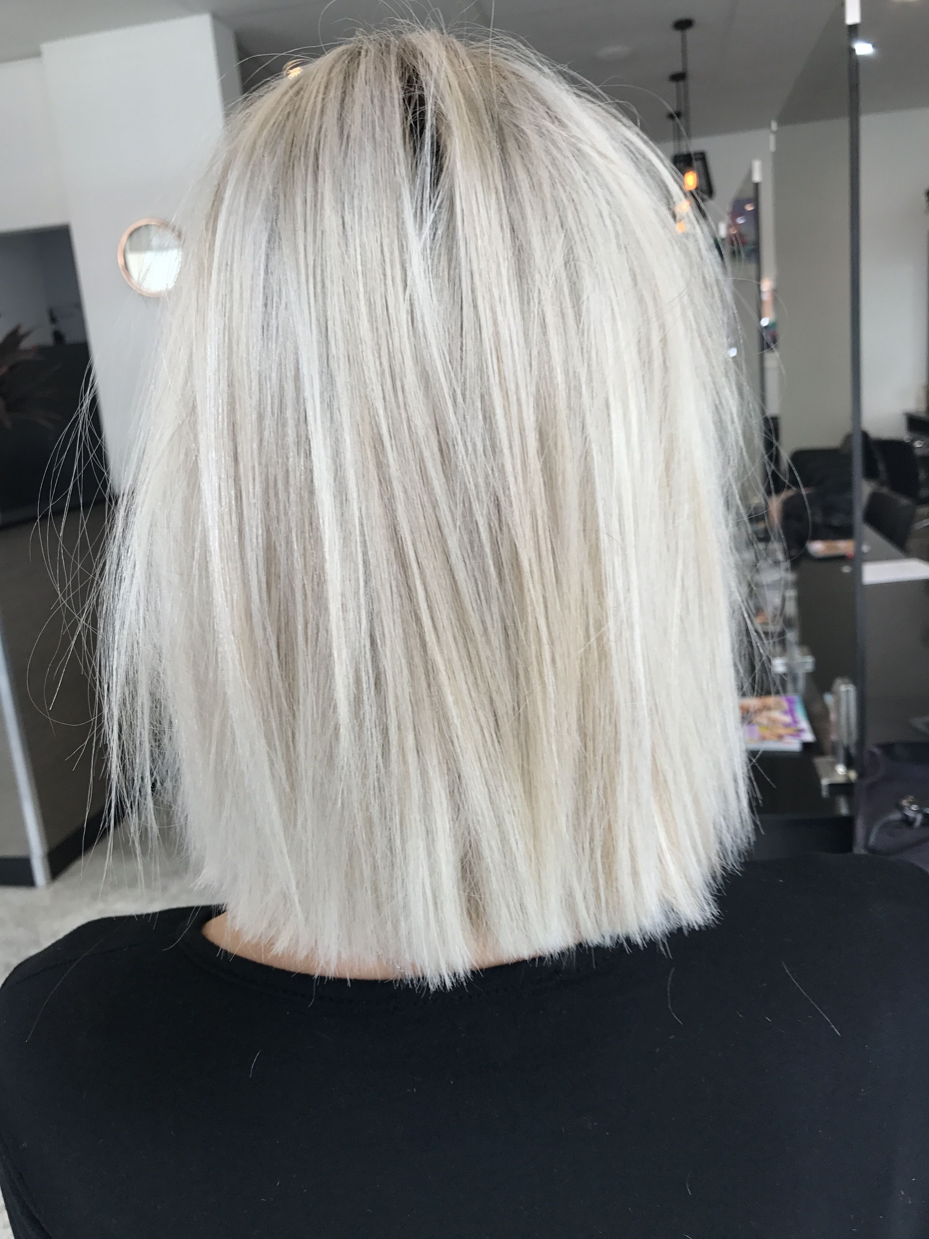 blonde hair short lob textured