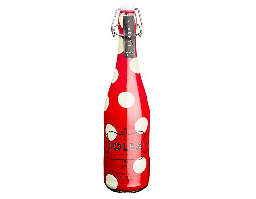 Cet apéritif à base de vin, fruits, sucre et épices est très populaire en Espagne surtout pendant la période estivale. Il est alors synonyme de plage, soleil et guinguette (chiringuito). Savourez ce rafraîchissement entre amis ou en famille pour toujours plus de convivialité !