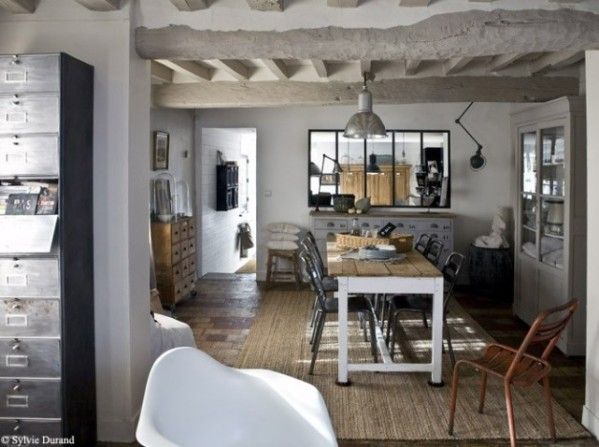 une ambiance au charme industriel Salons and Cabin