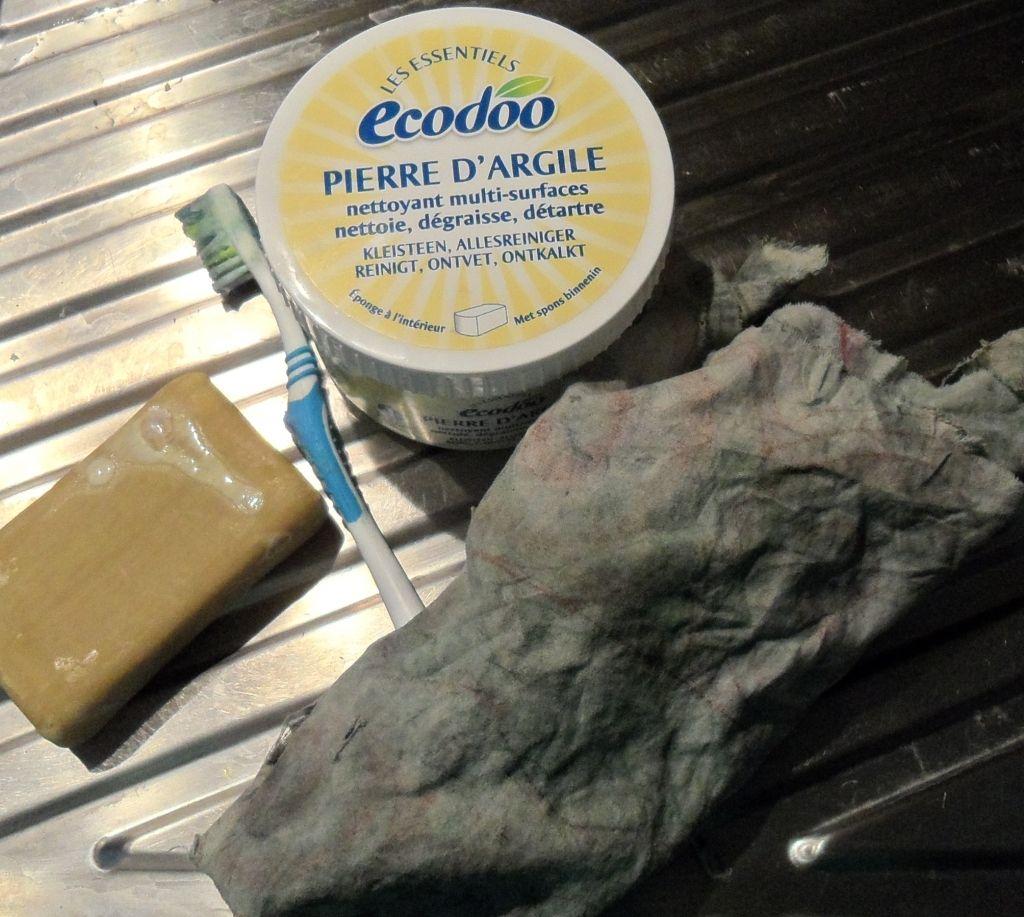 Nettoyer Fauteuil En Cuir comment nettoyer un canapé en cuir ? conseils et astuces
