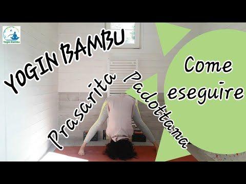 yoga  piegamento in avanti con le gambe larghe in piedi