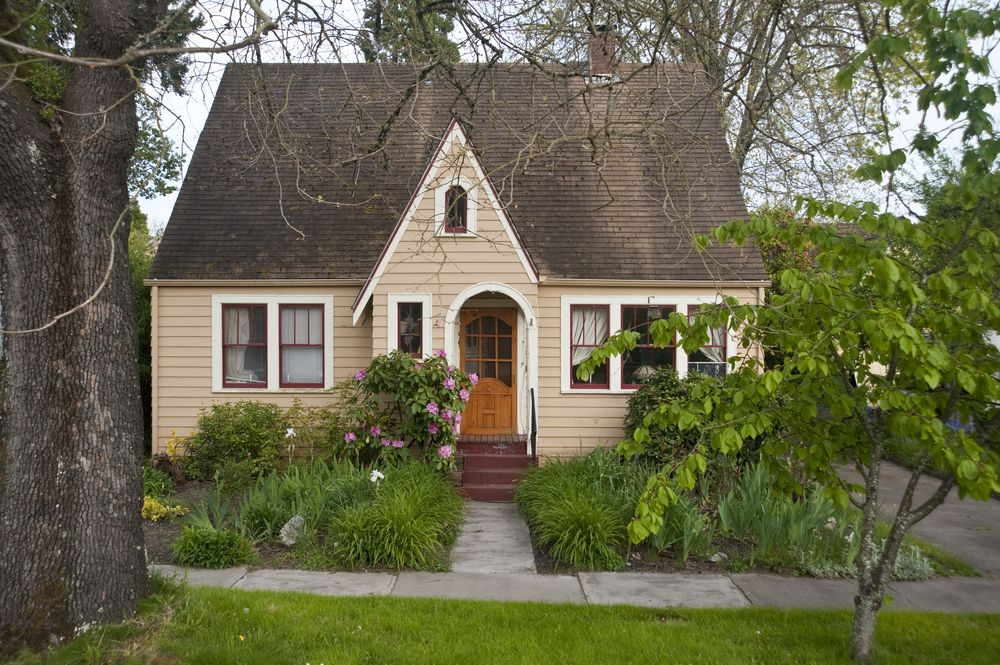 & 10 Reasons Why You Should Buy an Old House Rather Than a New One