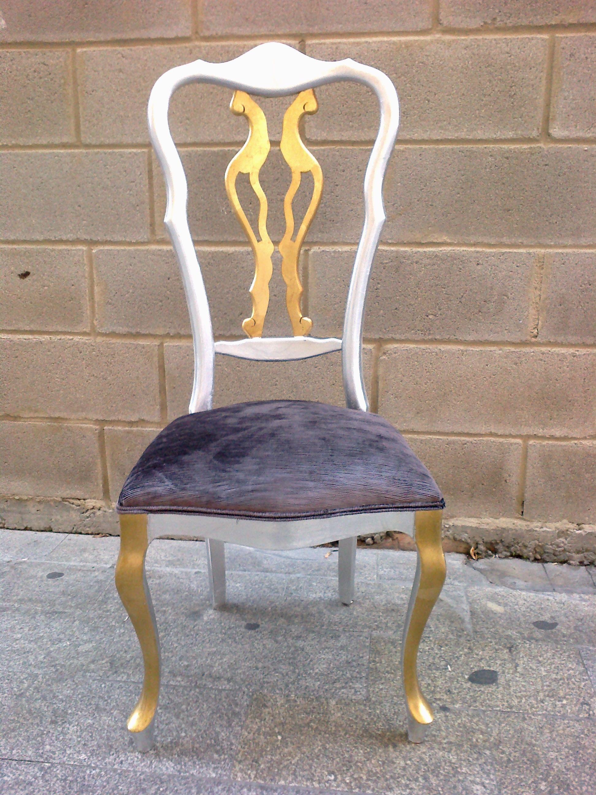 Antigua silla restaurada en pan de oro y plata, y tapizada color ...