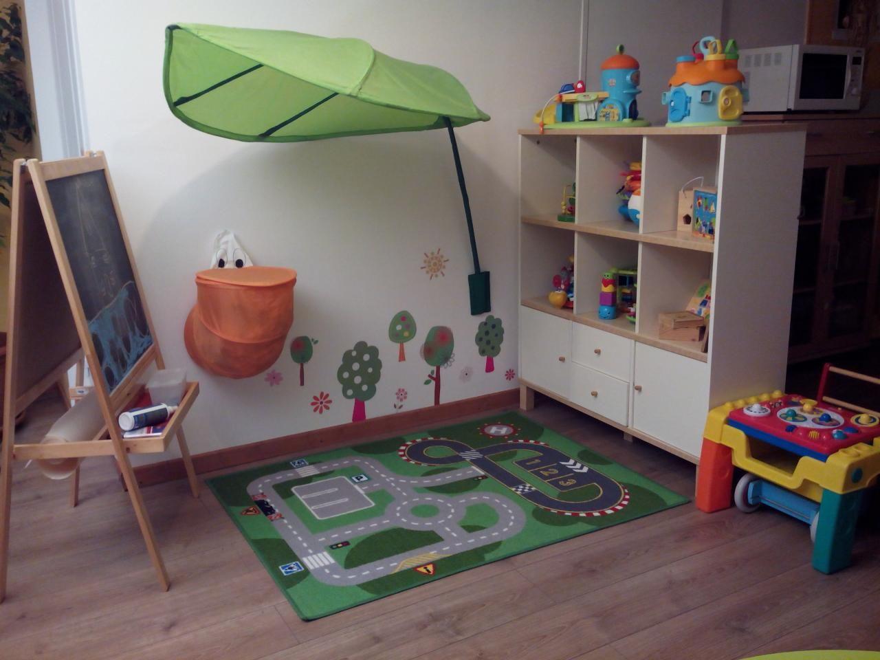 Espace de jeux assistante maternelle pinterest for Coin bebe petit espace