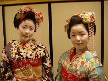 Kotono (retired) and Ayano (became geiko; retired) as minarai of Gion Kobu