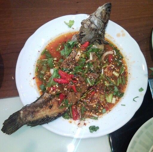 Favorite Thai Foods - Part 1 - Snakehead Fish (Pla Chon) http://blog.apllc-connect.com/2009/11/favorite-thai-foods-part-1-snakehead.html