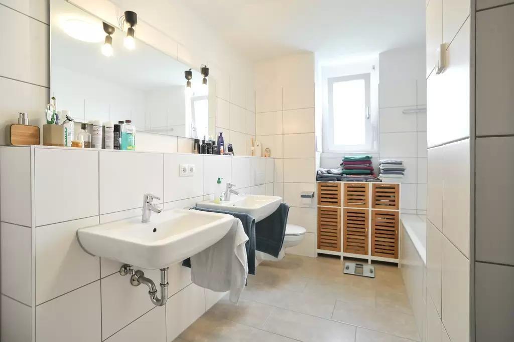 schones badezimmer eng badewanne auflisten abbild und cbadaccffbe