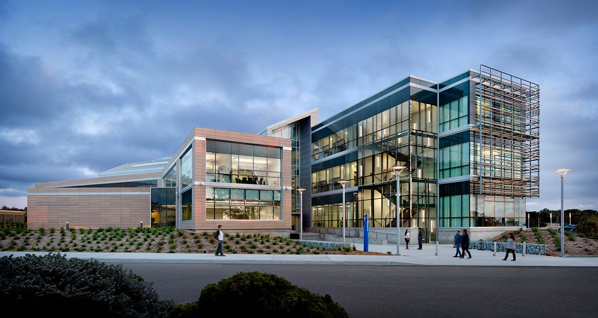 Joel And Dena Gambord Business And Information Technology Building By Hmc In Seaside Ca Photography By David Wa Smart Building Building Design Green Building