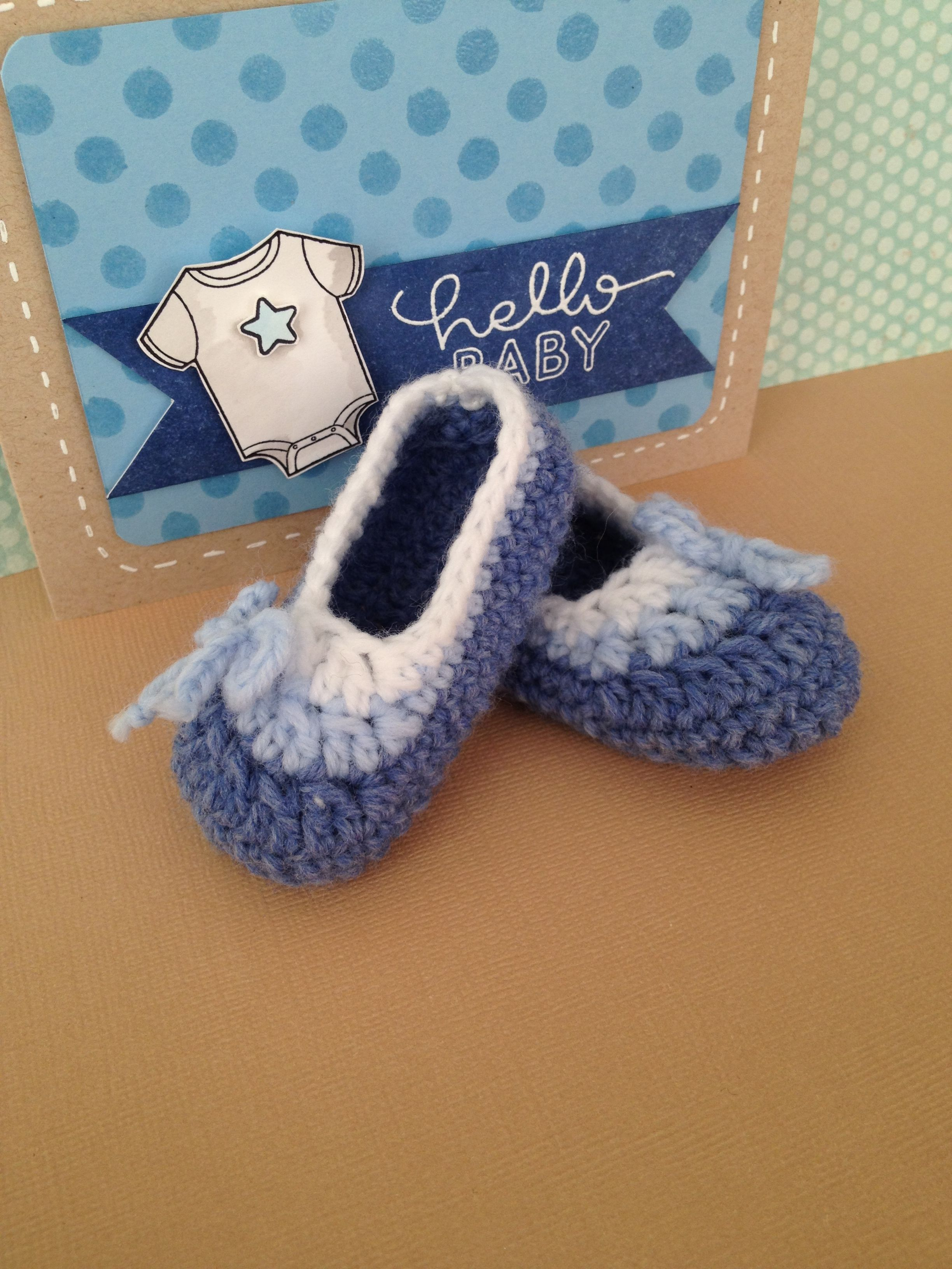 a4ec10c28d5b Crochet baby booties 0-3 months. Free patterns you can find on HappyBerry Crochet  YouTube Channel.